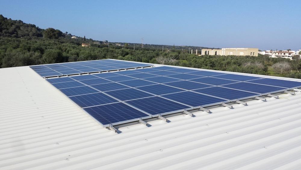 Impianto fotovoltaico a contatto con soffitto